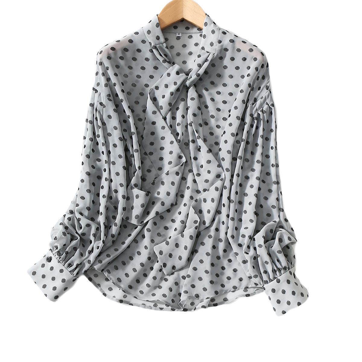 批发2020春夏新款清新蓝底植绒波点元素飘带灯笼衬衫衬衣上衣女