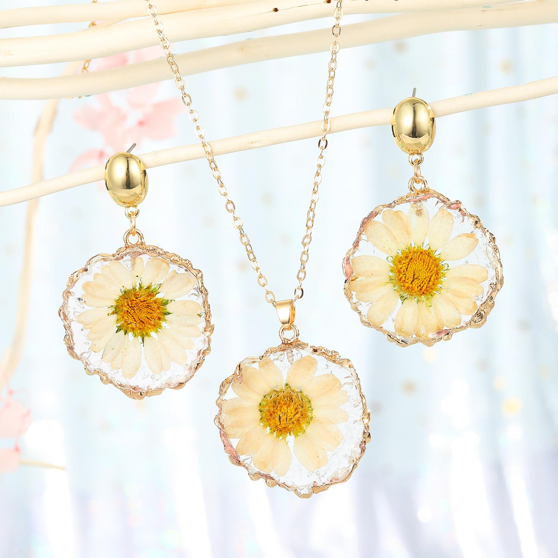 fashion jewelry daisy sun flower pendant necklace imitation natural stone sweater chain dried flower resin lady wholesale nihaojewelry NHGO232061