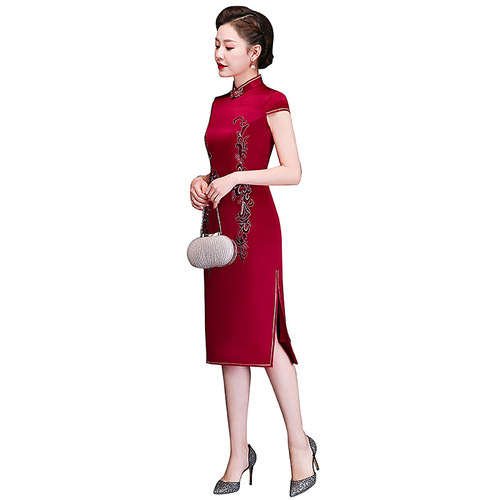 Wine red standing collar mother's cheongsam mother's embroidered cheongsam dress 2020 new spring and summer improved large size dress