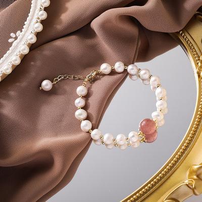 货源韩版珍珠手串女韩版时尚百搭巴洛克异形珍珠手链草莓晶法式手饰环批发