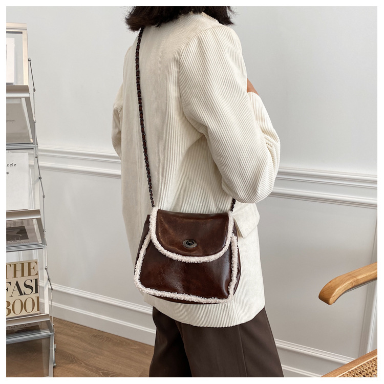 lamb hair messenger saddle bag  NHEX305986