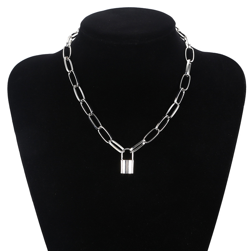 new jewelry personality retro geometric necklace sweater chain simple lock-shaped wild temperament clavicle chain wholesale nihaojewelry NHPF225505