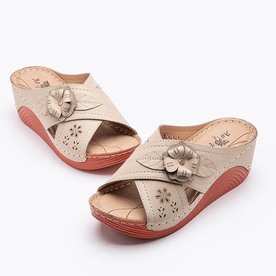 货源sandals2020新款欧美拖鞋女 跨境花朵防滑大码坡跟舒适凉拖女现货批发