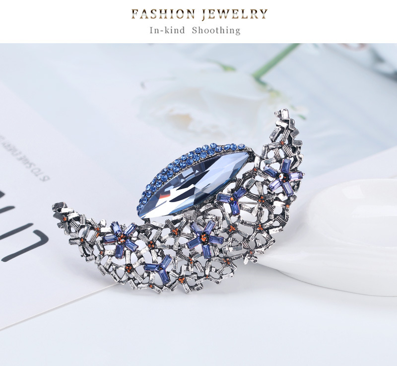 Korean fashion cute star moon alloy diamond brooch hot sale women's accessories wholesale nihaojewelry NHDR223770