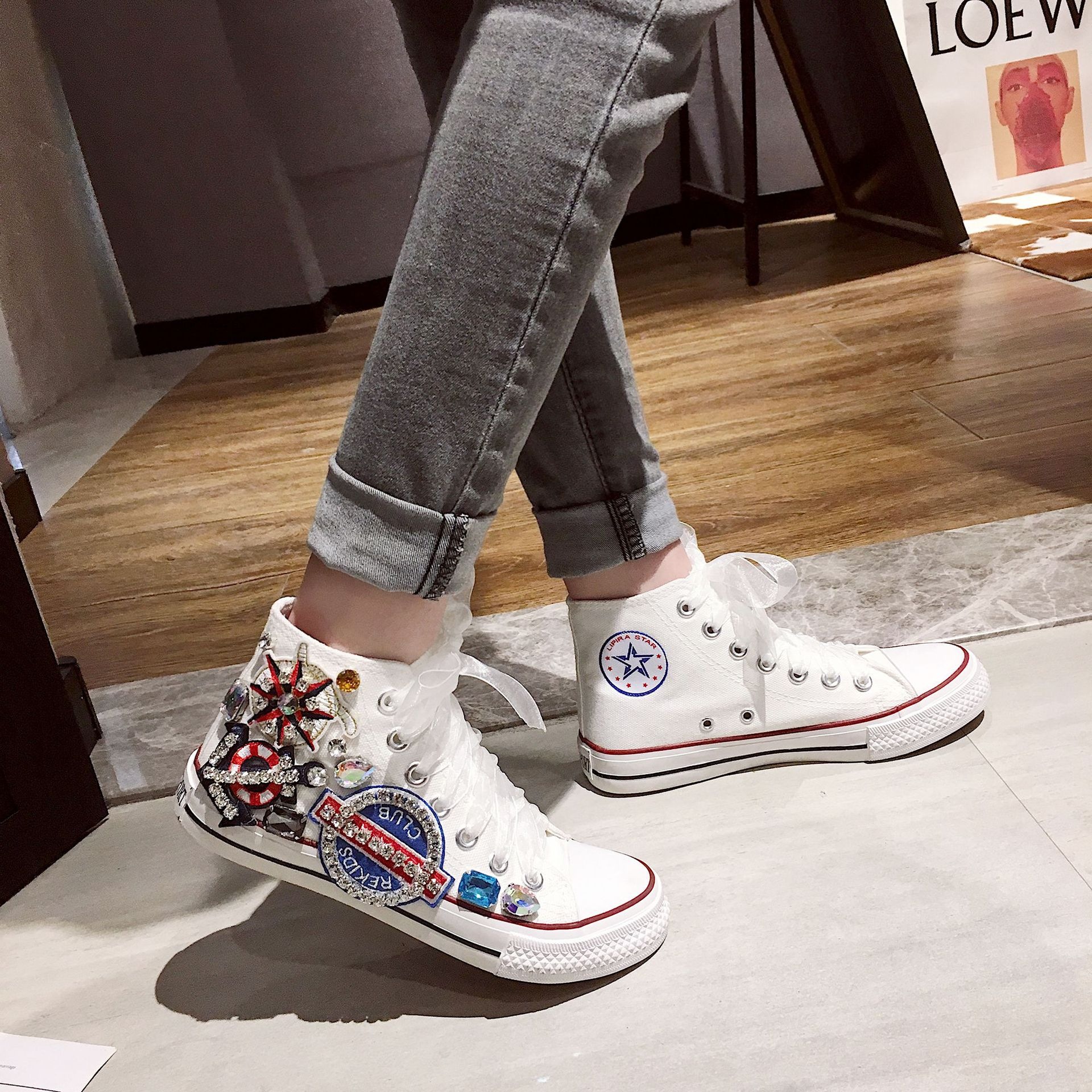 Spring 2020 new flat bottom low top lace up student shoes women's Korean flower diamond pirate canvas single shoes