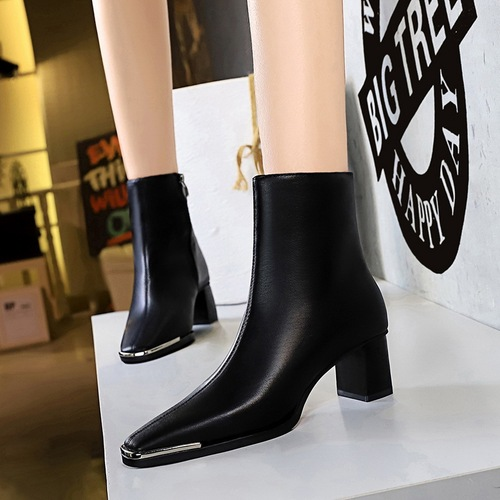 C829-2 European and American wind nightclub sexy show thin restoring ancient ways is thick with high boots with metal decoration square winter short boots