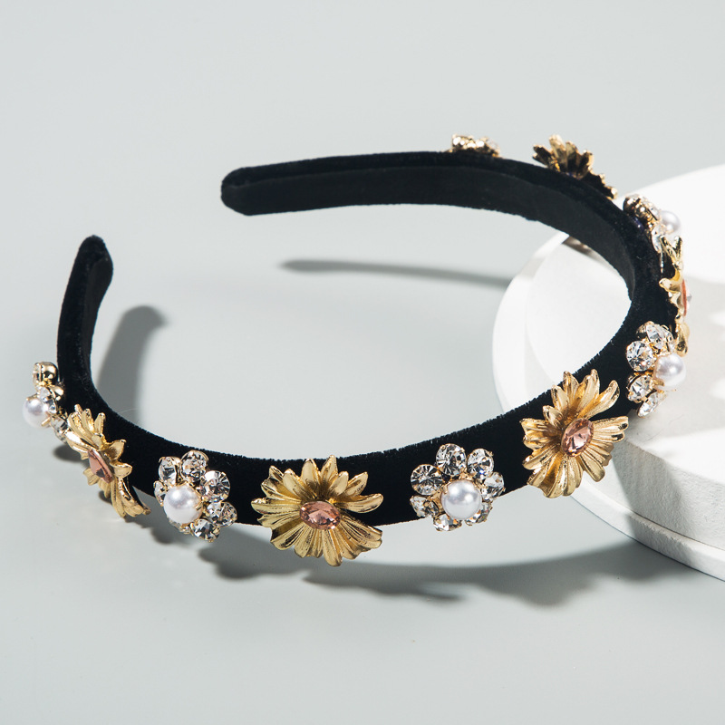 fashion new hair accessories inlaid rhinestone pearl baroque flower headband female creative retro wreath headband nihaojewelry wholesale NHLN216121