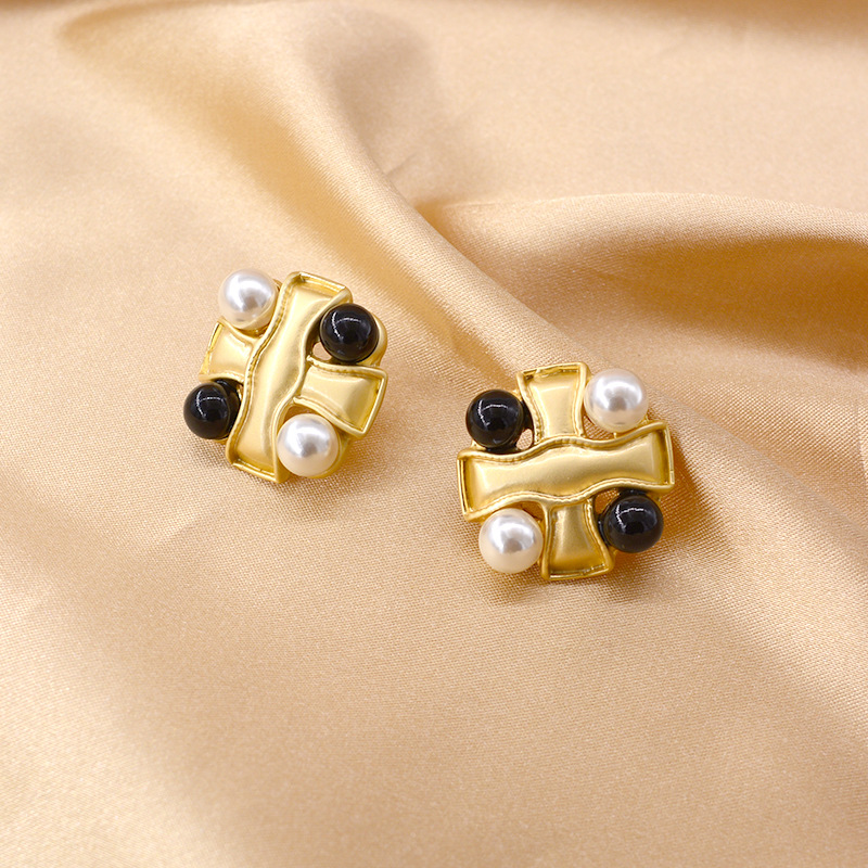 New retro distressed metal buttons square diamond earrings earrings irregular irregular button earrings wholesale NHNT210981