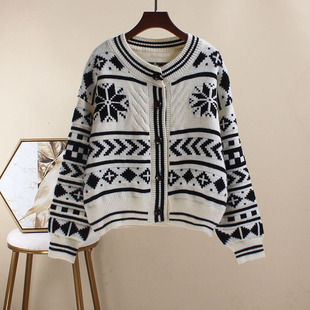 Small fragrance sweater cardigan women spring and autumn Korean version of the wild Hong Kong flavor retro was thin short jacket jacket knitted jacket