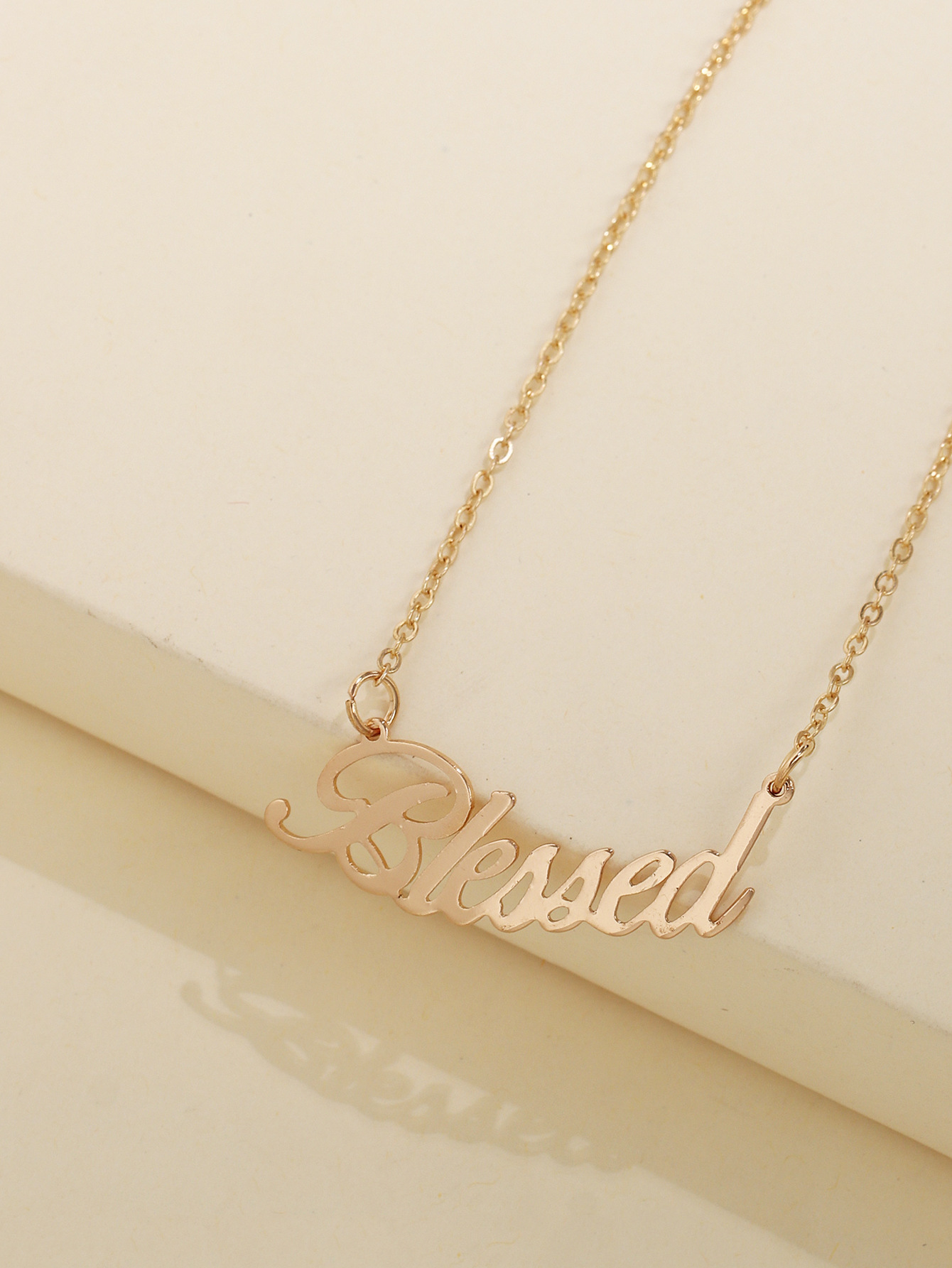 fashion English alphabet necklace alloy neck chain hot selling necklace women wholesale nihaojewelry NHUI221112