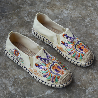 Tai chi kung fu shoes for men and women chinese retro embroidered hemp shoesplant flowers embroidered shoes soft soled loafers, breathable shoes for women