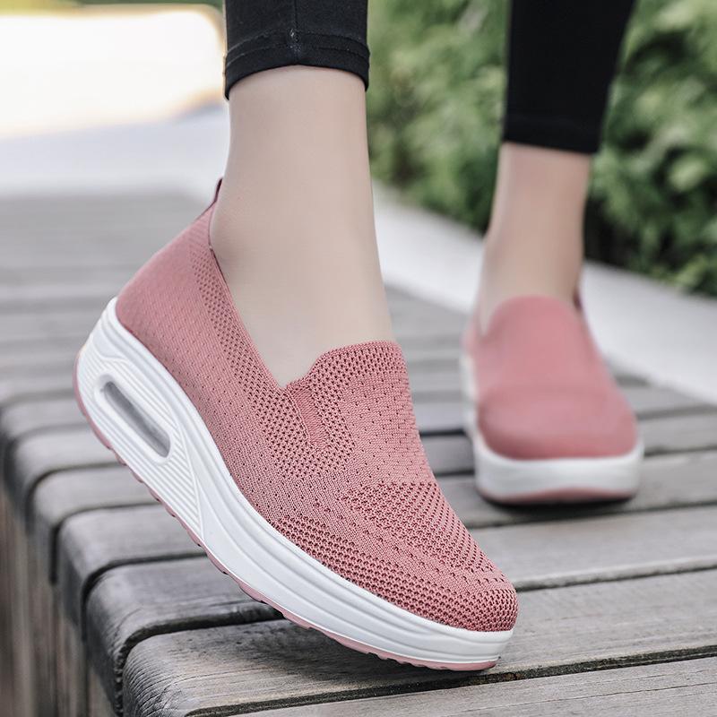 一脚蹬套脚懒人厚底增高气垫运动摇摇鞋新款飞织网面透气休闲女鞋