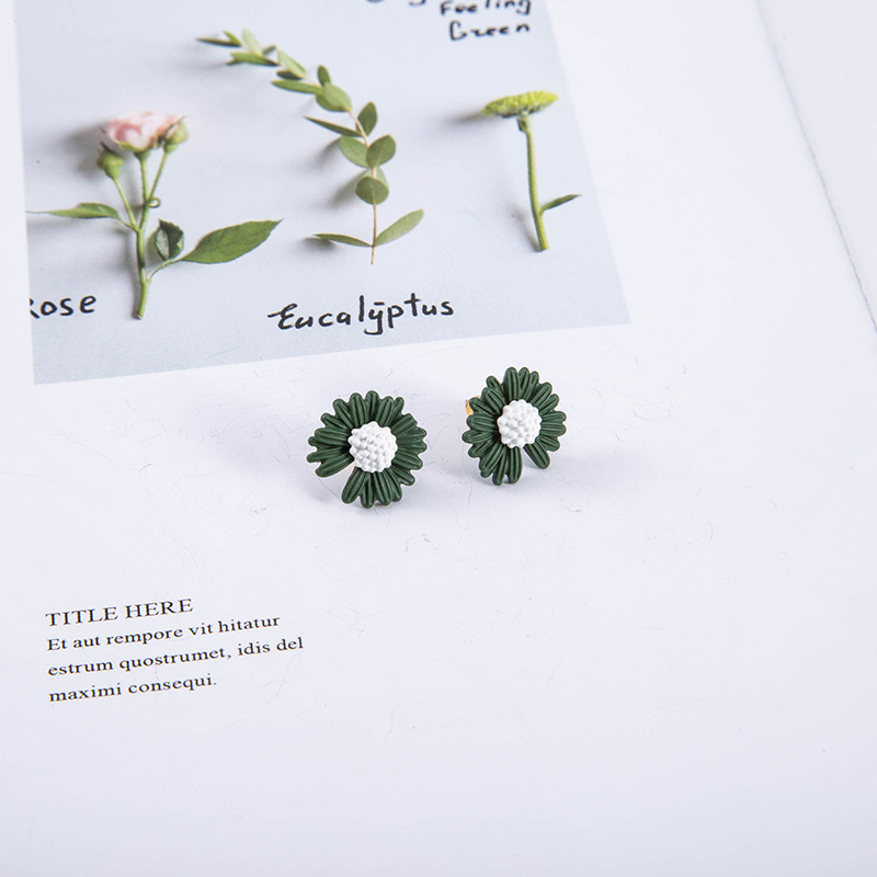 The new daisy elegant paint dripping S925 silver needle simple and generous alloy earrings NHQS243484