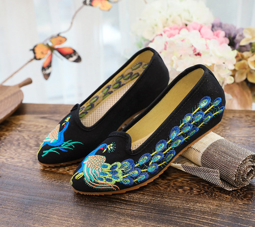 Women Chinese hanfu shoes Sequined Peacock Embroidered Flowers Ethnic Embroidered Shoes Low Heel Pointed Toe Single Shoes