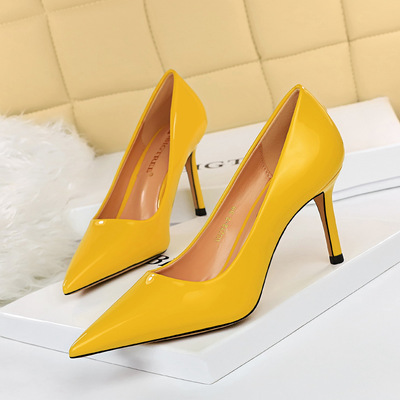 272-2 in Europe and the contracted wind high glossy patent leather with shallow mouth pointed sexy show thin professiona