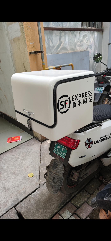 客户订购的江智高档FRP材质电动车后备箱尾箱外送箱