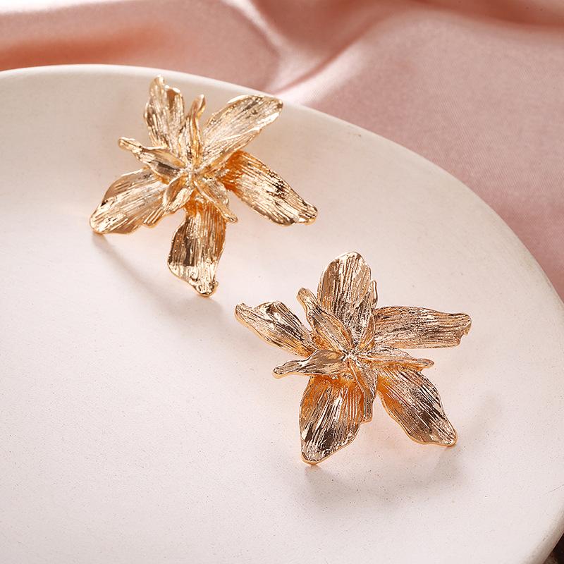 Simple metallic flower three-dimensional metal petal petal earrings for women wholesales yiwu de moda suppliers china NHPF203021