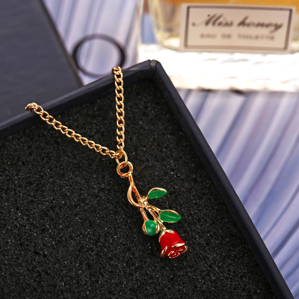 New Fashion Rose Pendant Necklace Retro Simple Golden Clavicle Chain Wholesale NHPJ206675
