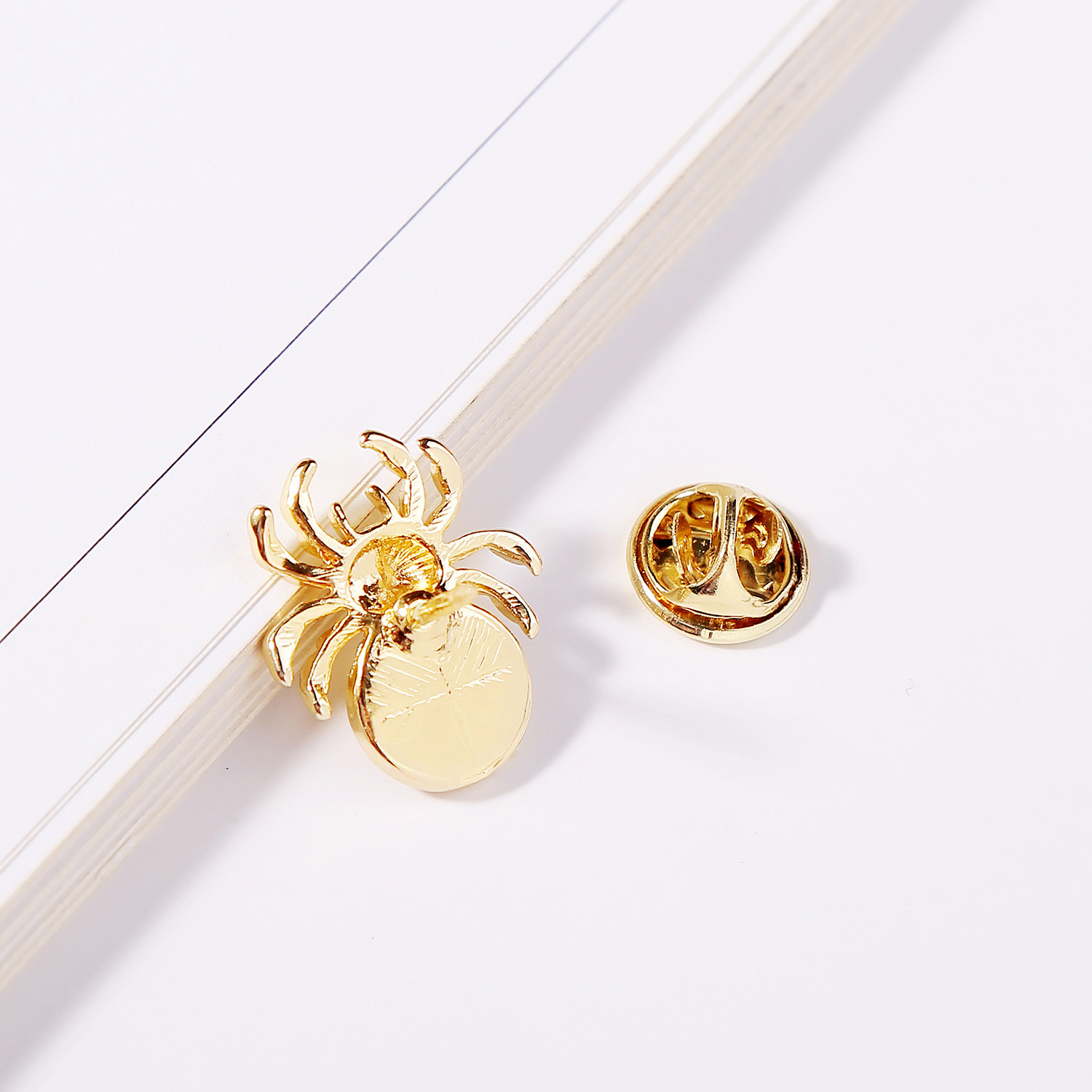 Nihaojewelry Animal insect spur pin small bee brooch retro cartoon crystal diamond yellow bee brooch NHJJ199339