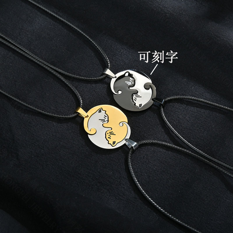 Simple creative embrace love cat necklace stainless steel round card couple stitching necklace nihaojewelry wholesale NHHF214487
