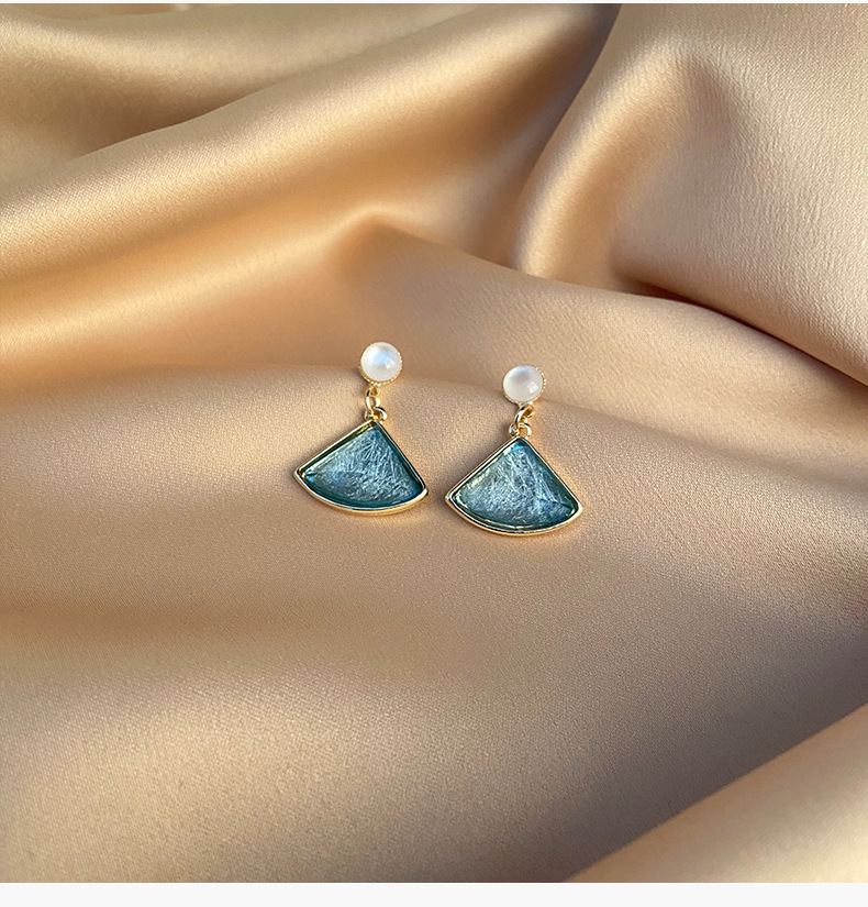 Simple and delicate fan-shaped small earrings short s925 silver needle earrings retro temperament earrings new earrings NHYT217407