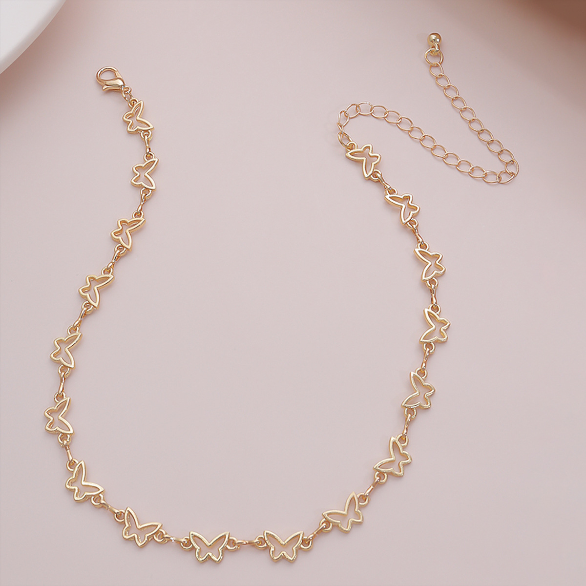 fashion jewelry simple geometric single-layer fashion item temperament short paragraph clavicle hollow small butterfly necklace wholesale nihaojewelry NHXR225463