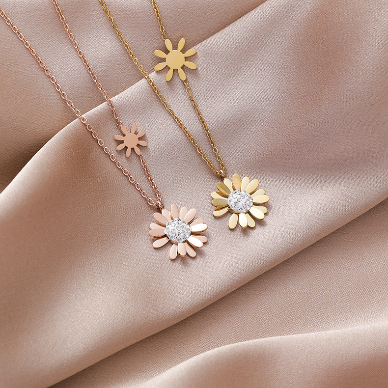 Small daisy titanium steel necklace  nihaojewelry wholesale clavicle chain cold wind niche jewelry simple temperament necklace NHMS218336