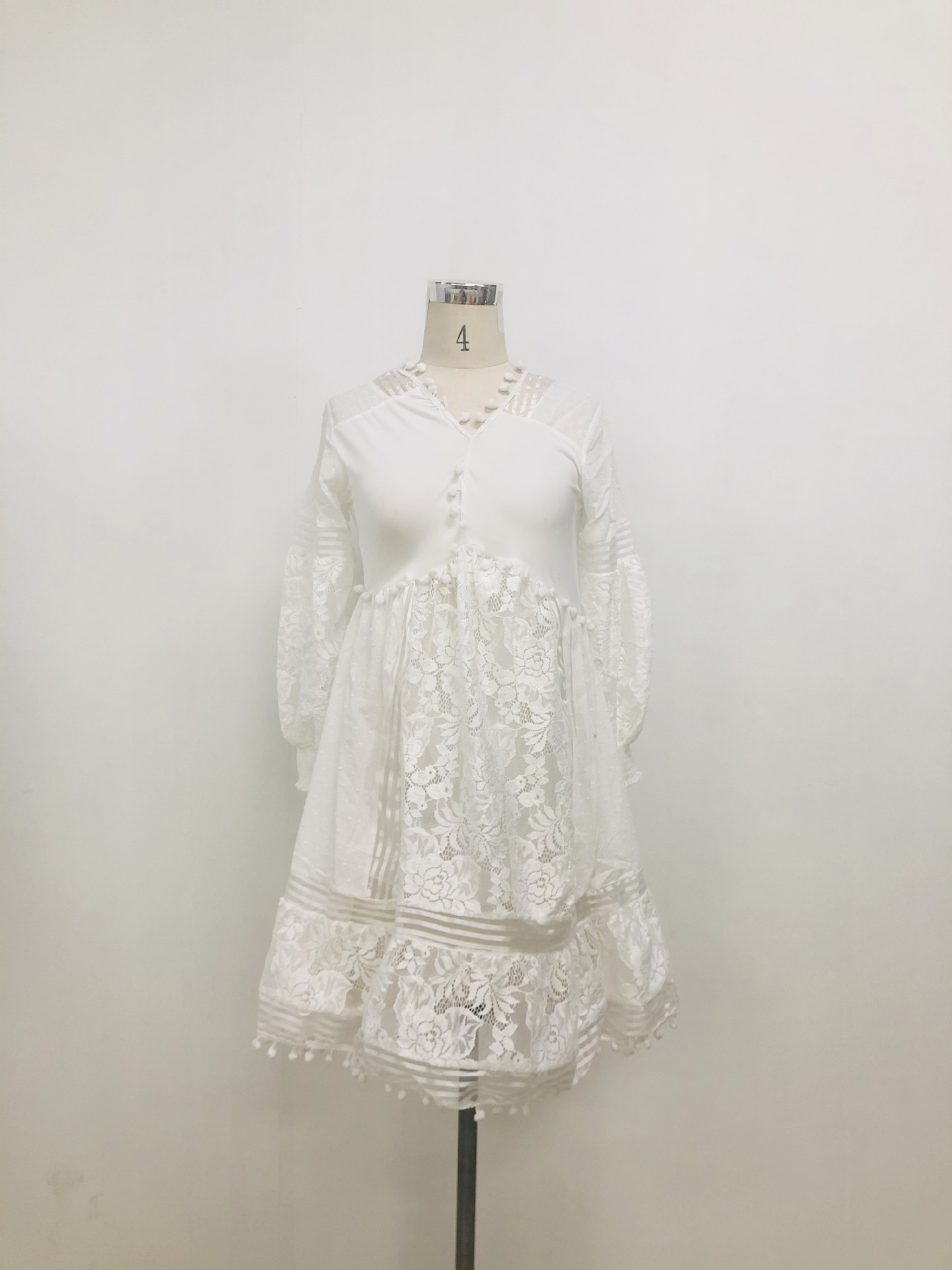 Autumn 2020 new European and American foreign trade women's fast selling popular long sleeve V-neck cut out lace dress mid skirt