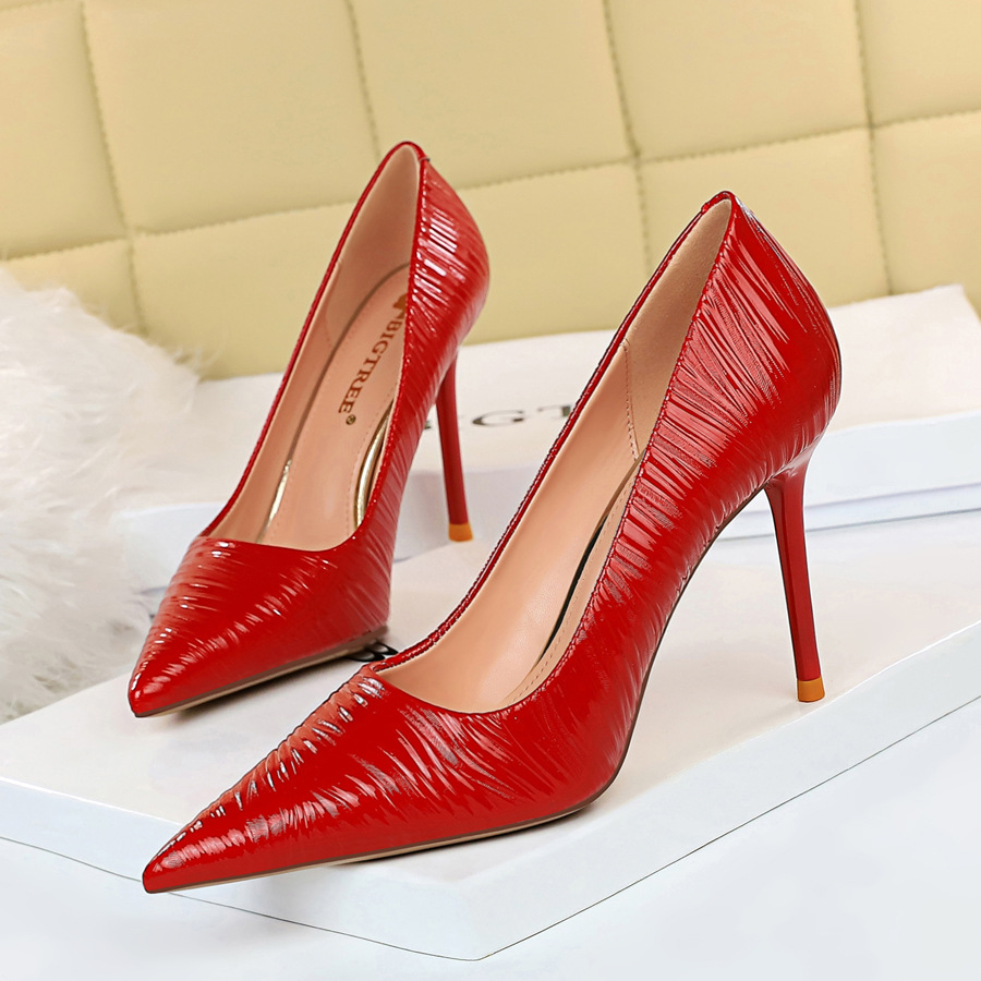 Big Tree European And American Style Fashion Embossed Patent Leather Stiletto Heel And Shallow Mouth Pointy Sexy Nightclub Pedicure Thin High-heeled Shoes