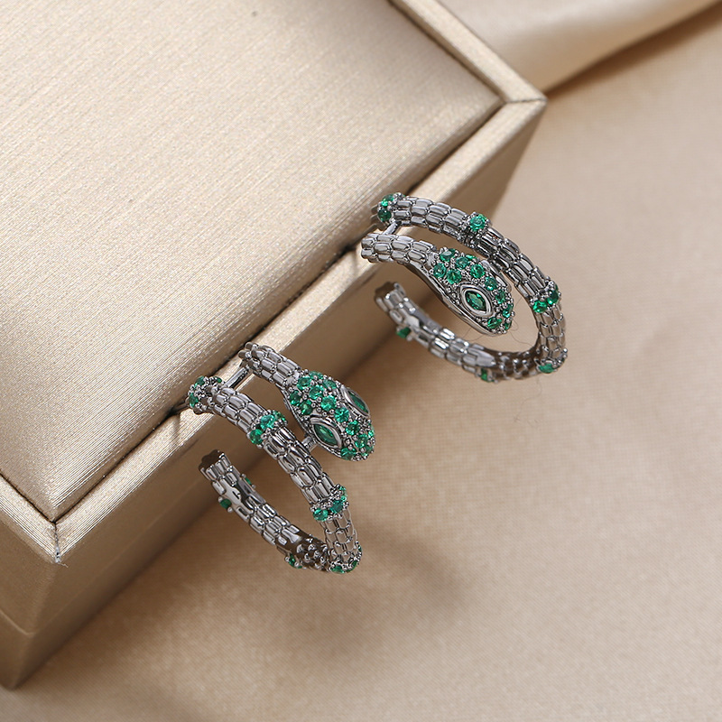 New micro inlaid halo flash diamond earrings S925 silver pin fashion retro simple snake earrings NHKQ199468