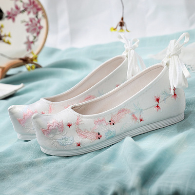 Beijing shoes with increased height, warped head, embroidered Hanfu shoes, cotton hemp breathable embroidered shoes