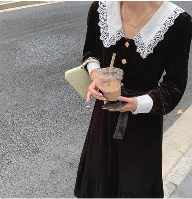 货源2020秋冬新款复古独特黑色丝绒连衣裙女蕾丝翻领高腰显瘦长裙批发