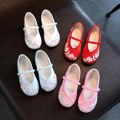 Beijing Children and girls embroidered retro Hanfu Clothing shoes