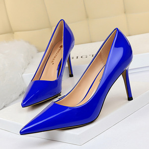 272-2 in Europe and the contracted high glossy patent leather with shallow pointed mouth show thin professional OL sexy