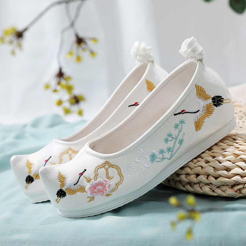 Chinese hanfu embroidered shoes ancient Han women shoes with increased lace up and warped head women single shoes Bow Shoes Women shoes