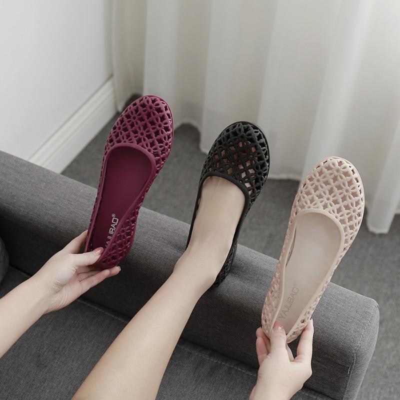 新款夏季女士洞洞鞋镂空果冻鞋塑料水晶中老年包头平底妈妈凉鞋