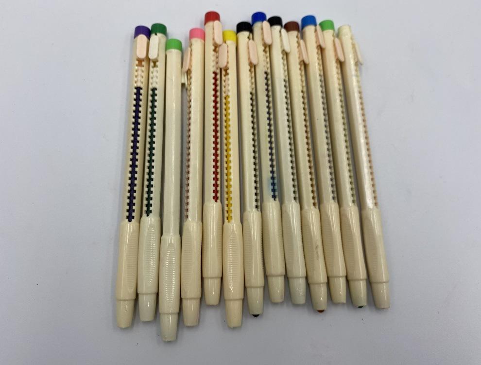 12色推动式蜡笔 儿童绘画涂鸦画笔套装 蜡笔用量可见 可批发定制