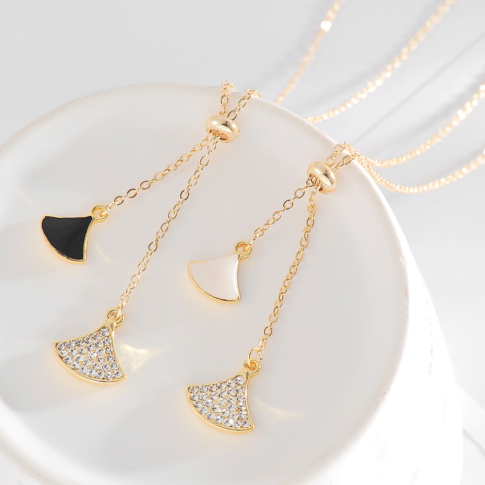 Korean version of the small skirt sweet wild fanshaped clavicle chain motherofpearl pendant womens necklace NHDP240741
