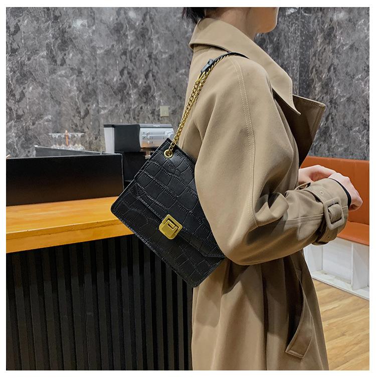 Retro fashion one-shoulder underarm small square bag NHRU284621