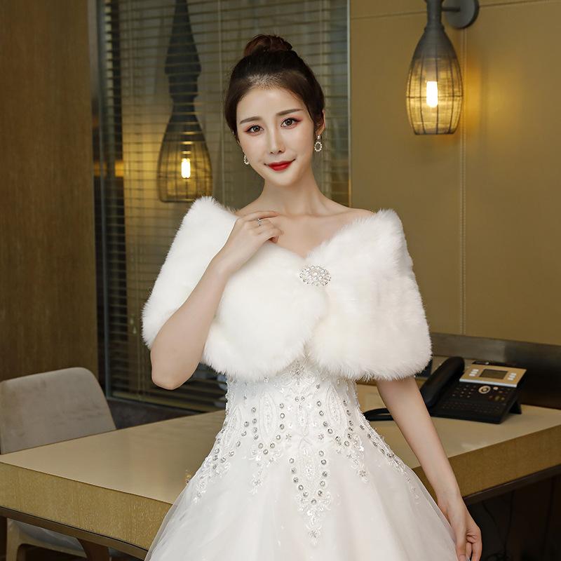 跨境批发新娘披肩婚礼毛绒秋冬保暖红白婚纱礼服珍珠钻仿兔毛坎肩