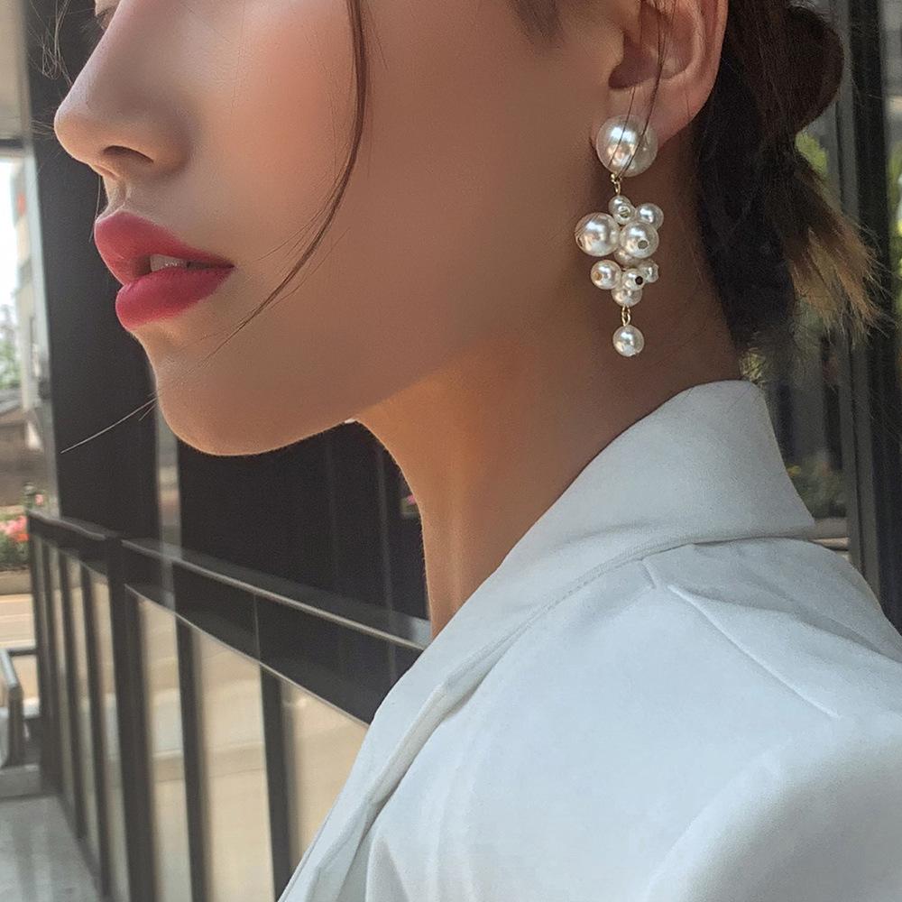 South Korea new sweet temperament long earrings Korean fashion imitation pearl grape string earrings wholesale nihaojewelry NHMD223299