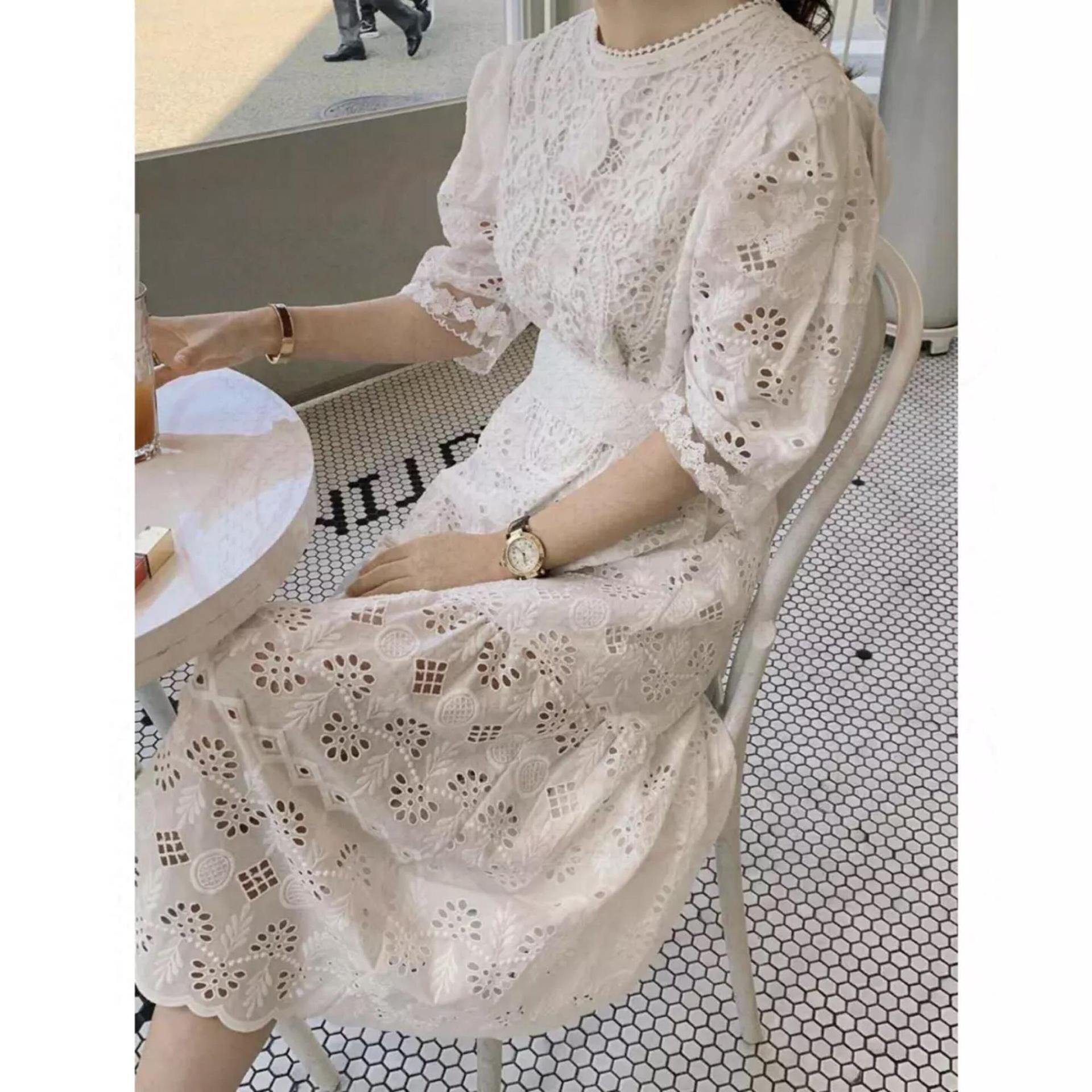 夏季新款韩式轻奢风镂空勾花点缀蕾丝连衣裙