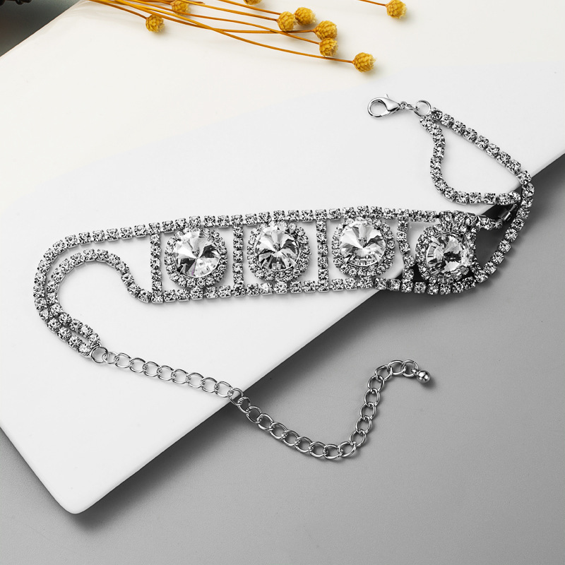 Fashion exaggerated rhinestone alloy short hip hop punk style clavicle chain fashion simple claw chain NHLN258336