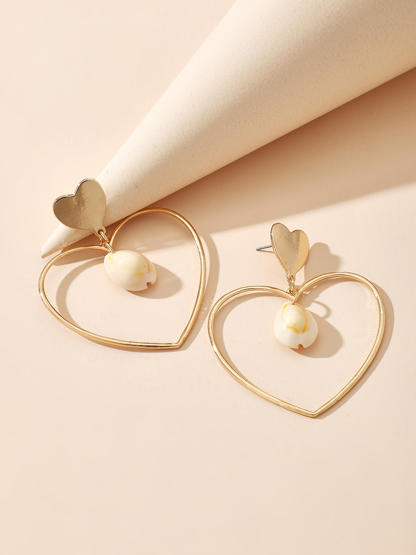 The new simple fashion geometric shell heart-shaped love earrings wholesale NHGY212441