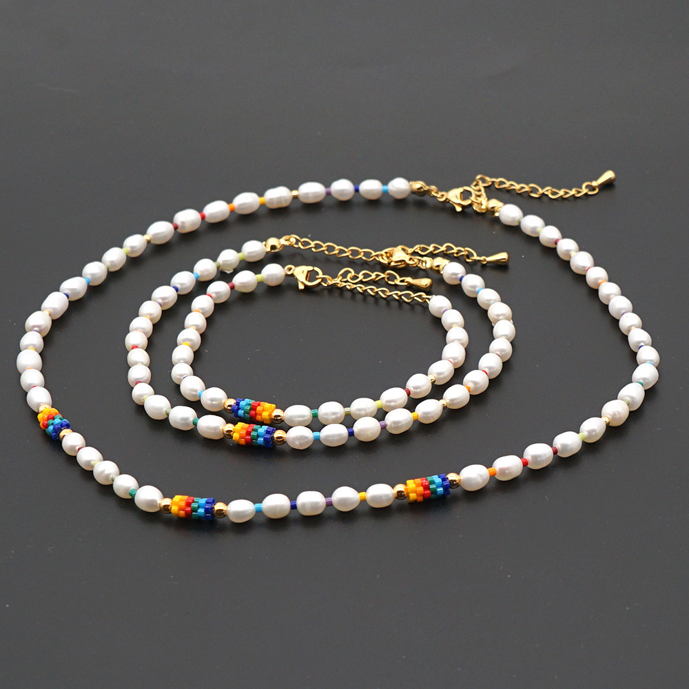 Fashion niche rice bead rainbow baroque natural freshwater pearl women's clavicle chain necklace  NHGW245870