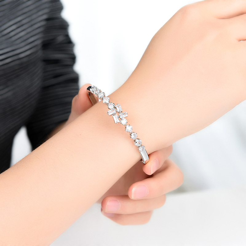 Fashion flower-shaped zircon micro inlay bracelet shiny anti-fading bracelet NHXS205843
