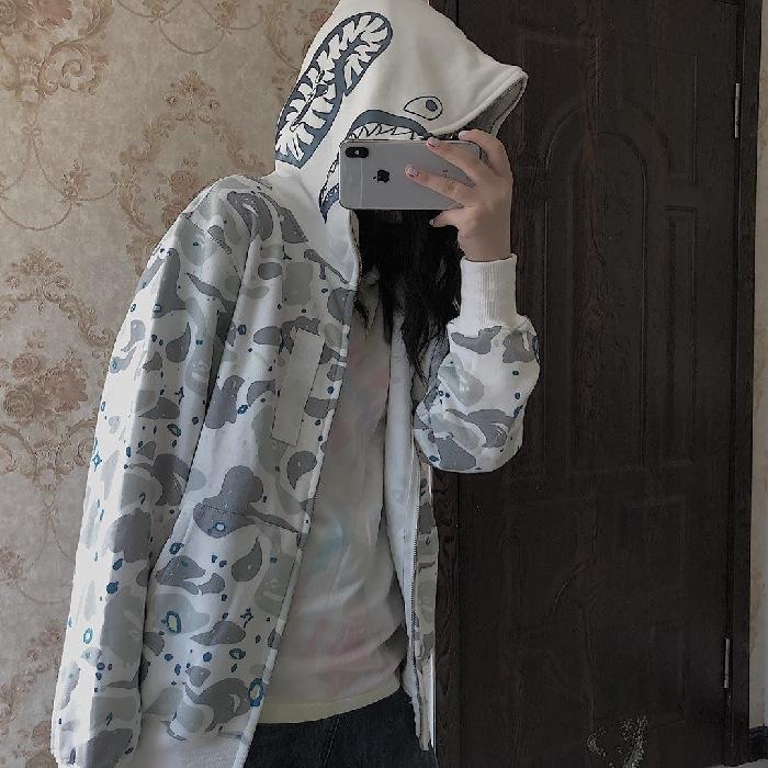 2020秋季新款韩版连帽鲨鱼迷彩外套白色卫衣男女宽松开衫情侣装潮