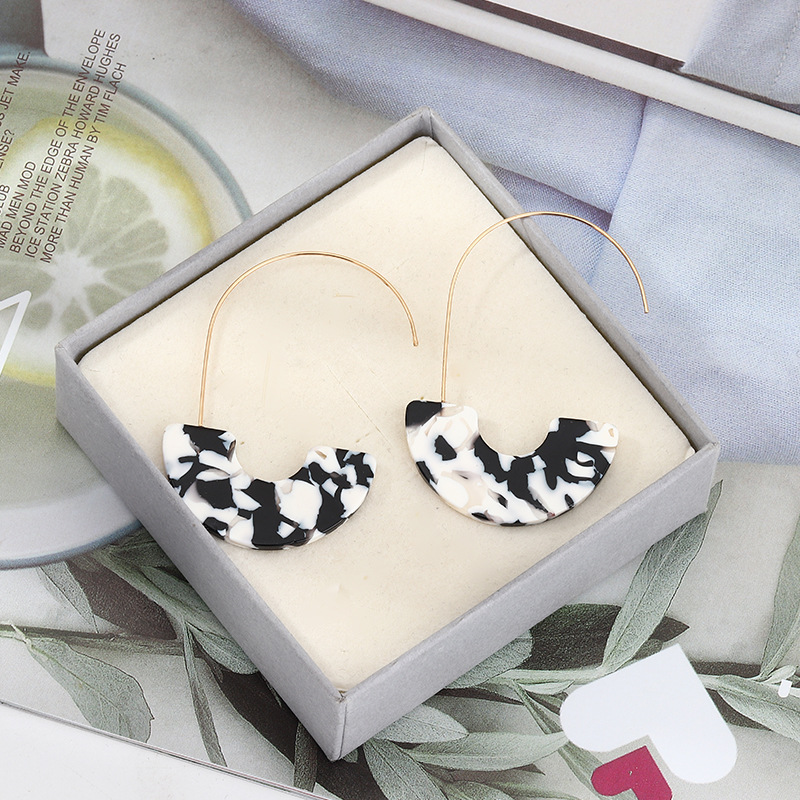 Fashion retro geometric u-shaped earrings black and white acetate plate earrings earrings NHNZ198192