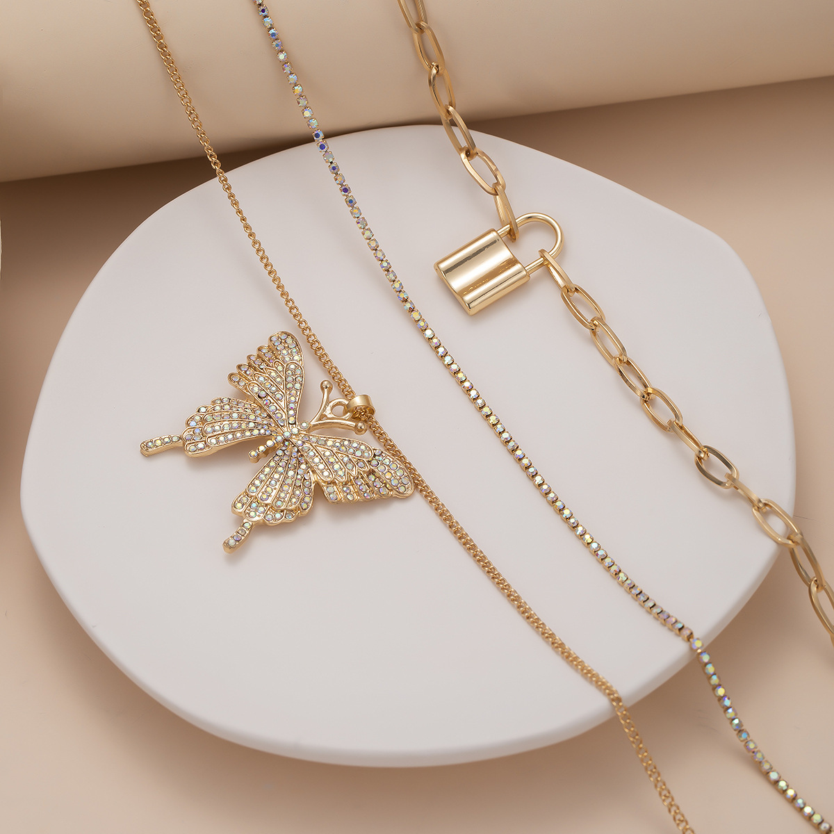 fashion jewelry retro geometric lock-shaped simple chain item decoration exaggerated large butterfly micro-set suit necklace wholesale nihaojewelry NHXR225462
