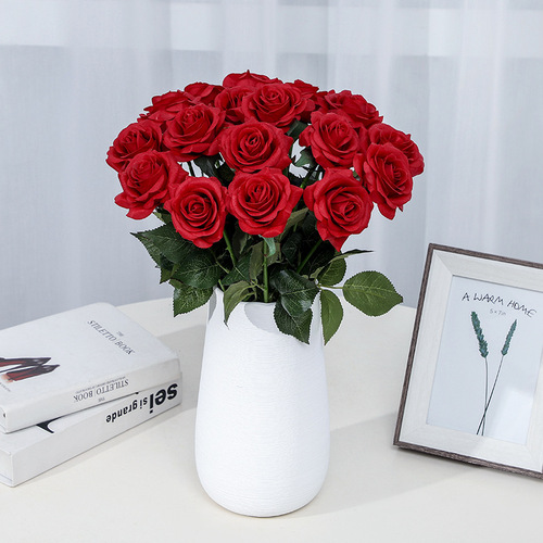 Artificial rose flower one piece hand moisturizing rose holding rose fake flower home living room decoration flower